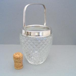 kleiner Eiswürfel-Behälter von unbekannt